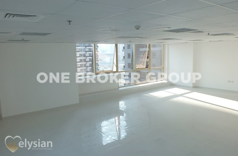 Fitted office close to metro with lake view