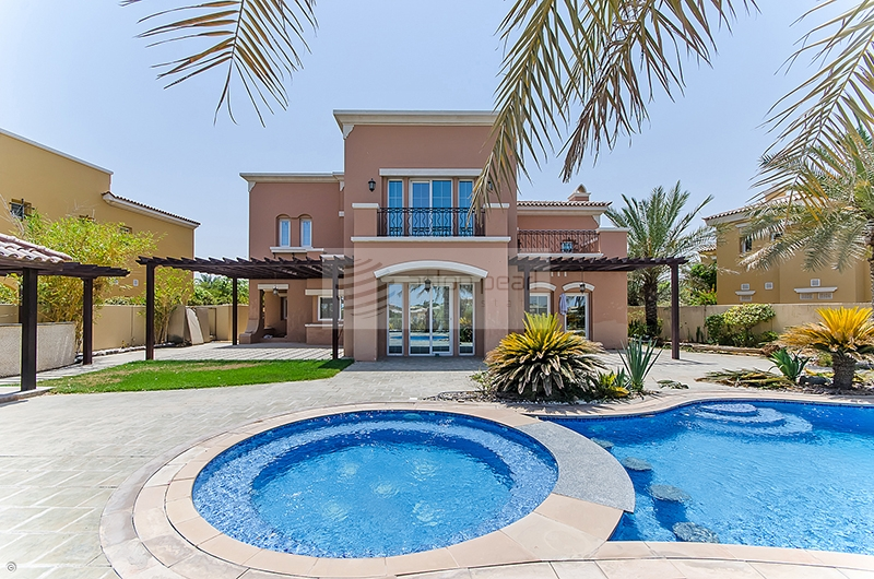 Full Golf Course View   Private Pool and Garden