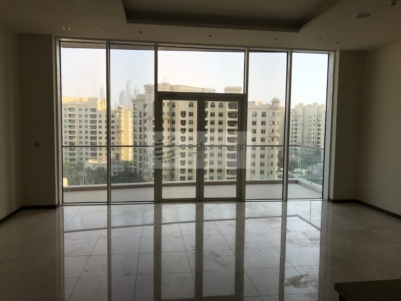 Spacious 2 Bed plus Study with Sea View