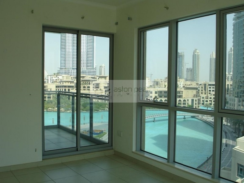 Lake and Fountain View |1BR with Balcony