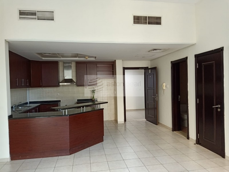 Great Location   Large 1BR   Community view
