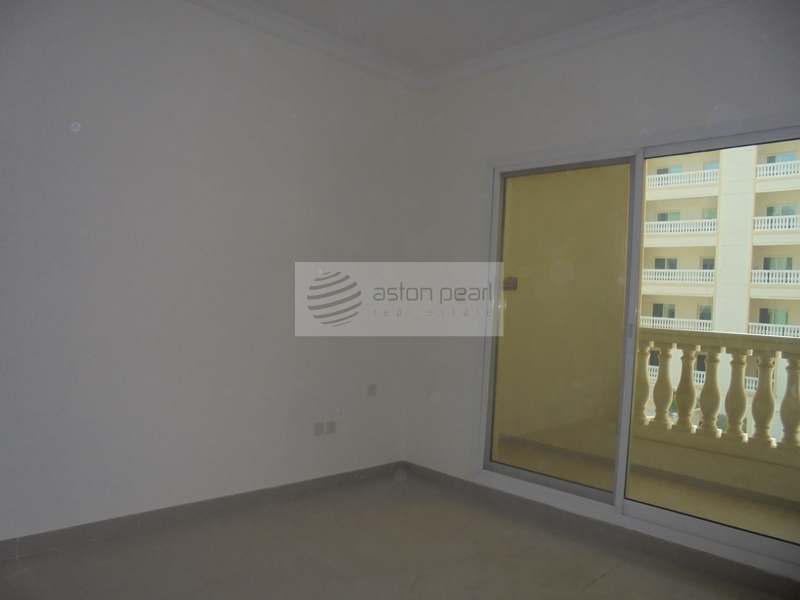 Spacious 2BR with Balcony Community view