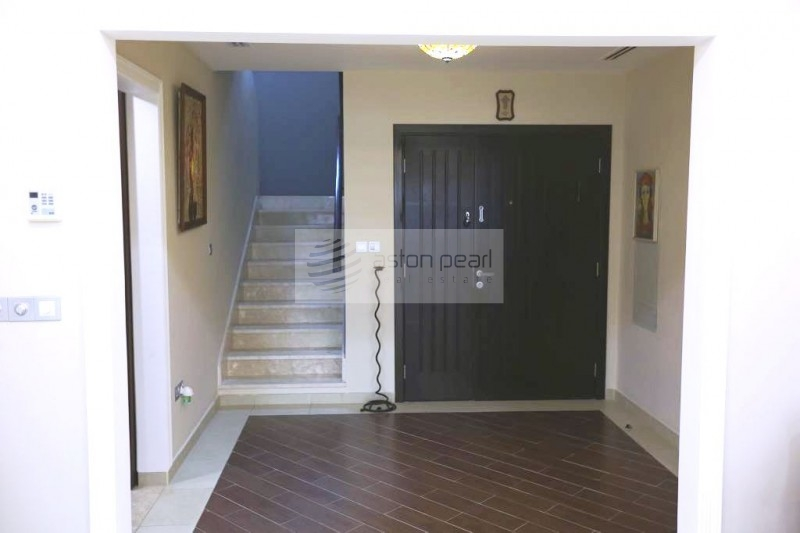 Beautifully Upgraded, Fully Furnished Townhouse
