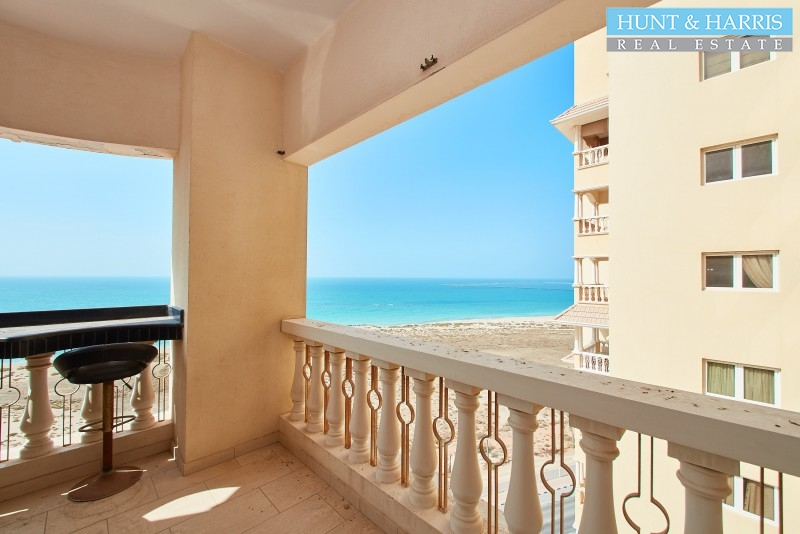 al-hamra-village-royal-breeze-furnished-studio-with-partition-sea-view
