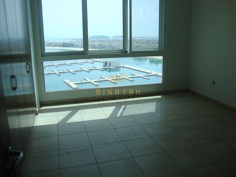 Spacious 3 Bedroom  with stunning sea view