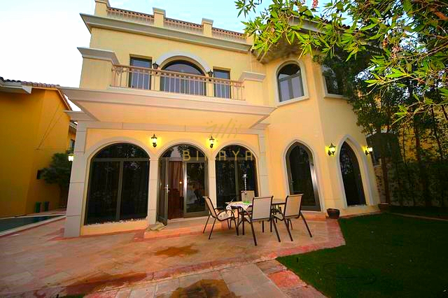 5 bedroom seafront garden home villa