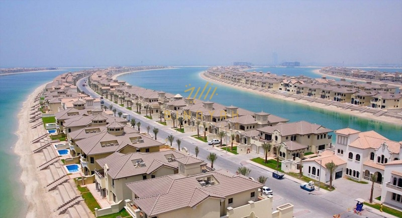 Emperor's palace on the tip of the Palm Jumeirah