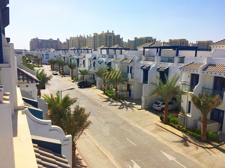 Townhouse in Palm Jumeirah - Upgraded 5 Bedroom for Sale in Palma Residences