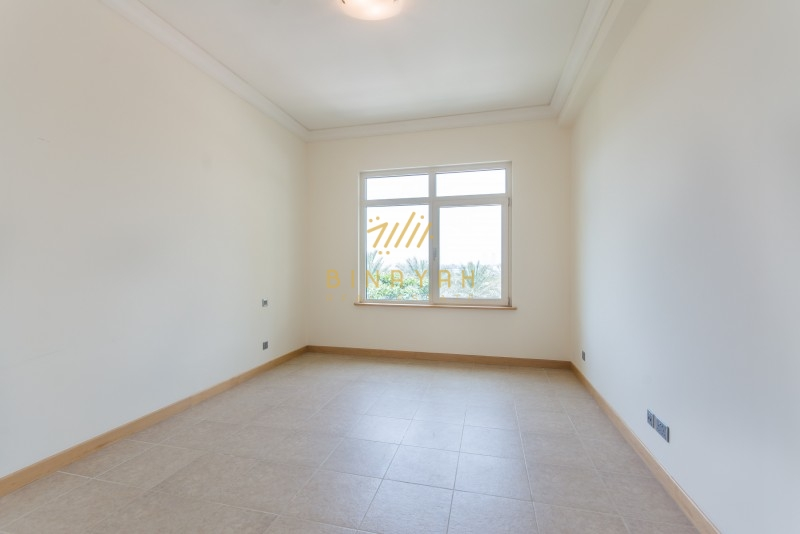 Sea Side Apartment for Sale in Shoreline - 1 Bed