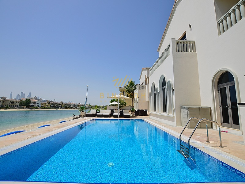 Outstanding 6 bedroom seafront signature villa