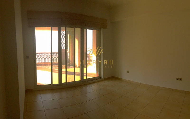 Spacious 2 bedroom with partial sea view