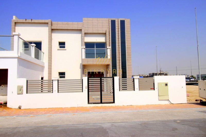 Modern Contemporary Villa, 5 BR Villa For sale
