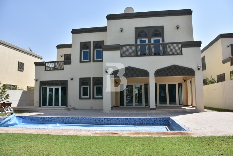 A Well-maintained 5 bedroom Villa with swimming pool.