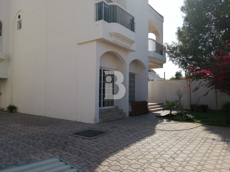 well-maintained-independent-villa-with-a-small-garden