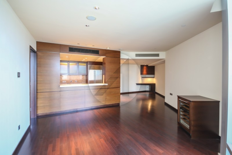 cozy-2br-on-high-floor-with-fountain-view