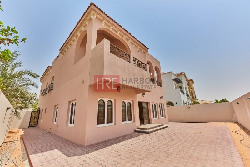Customized  5br Villa With Excellent Interiors