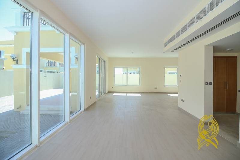 Superb 4 Bedroom Villa with Large Plot at Jumeirah Park