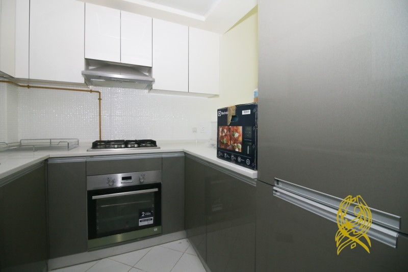 Pay 4 Cheques for Large Studio in Glitz at Studio City