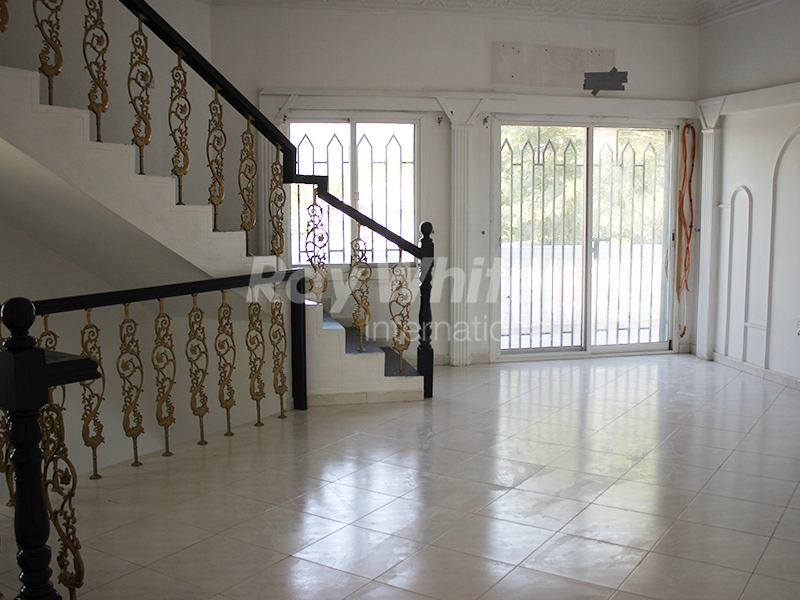 huge-commercial-independent-9-bed-villa