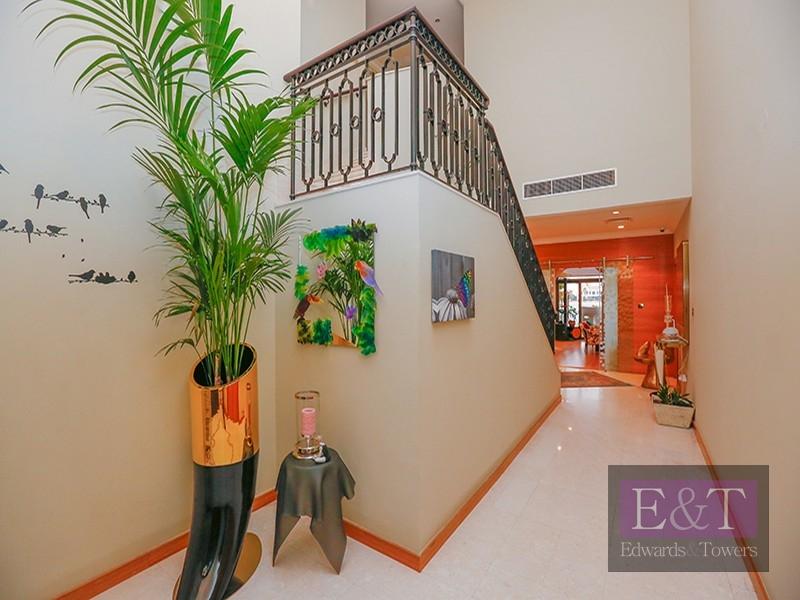 EXCLUSIVE   High No. Med Atrium Entry,PJ