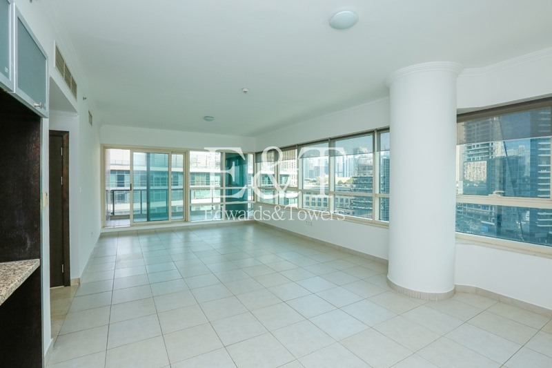 Stunning 2 bed With A Full Marina View.