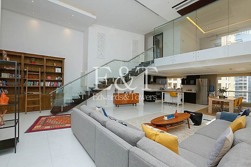 Unique and Modern, Duplex Two Bed Loft