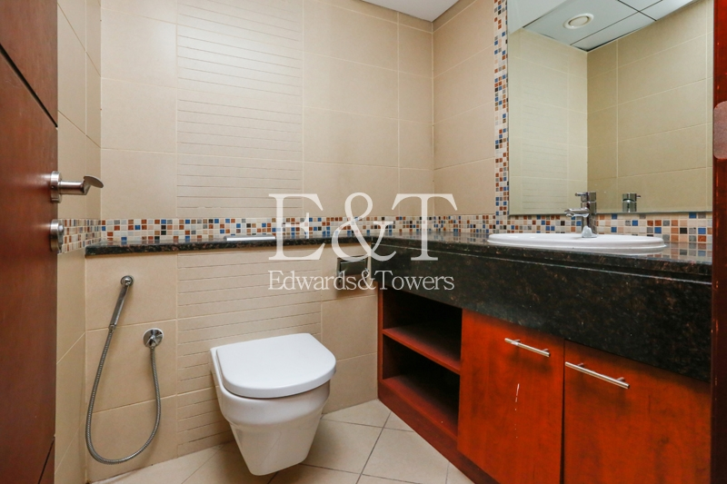 Excellent High End Fitted Close to Metro