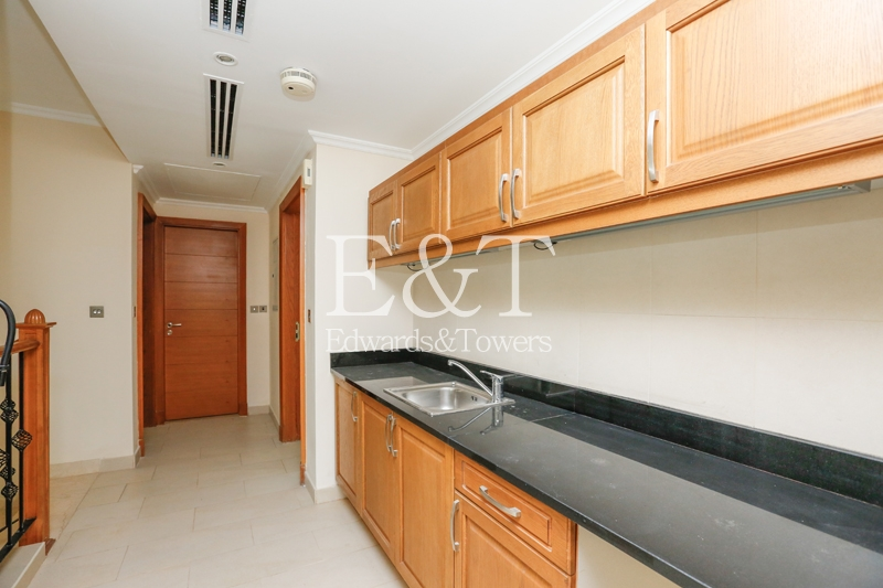 Best price for Distrect 4|4 BR Villa, JP