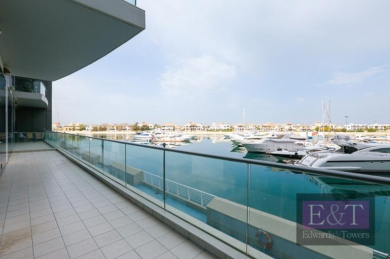 1,890 sq.ft | 2 Garage Parking Spots | Sea View