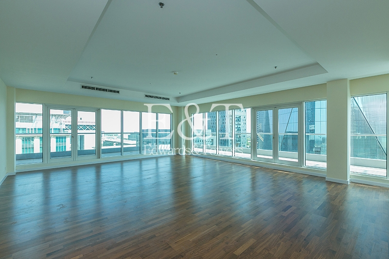 Stunning Penthouse - Gate Avenue Views