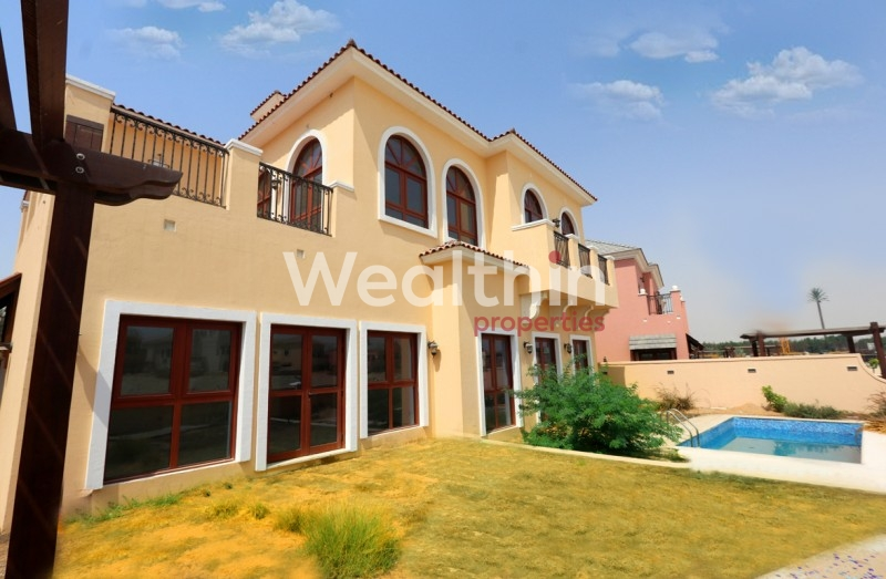 """Luxurious 4 BR Villa + 2 Maid""""s In Italian Style With  Full Lake View!"""