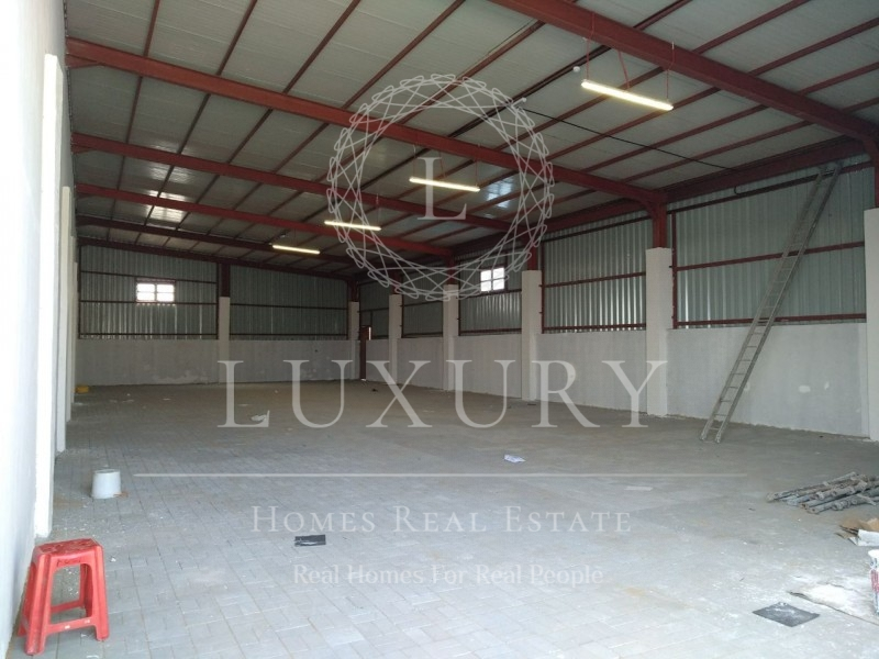 Spacious Store With Room Space In Mazyad