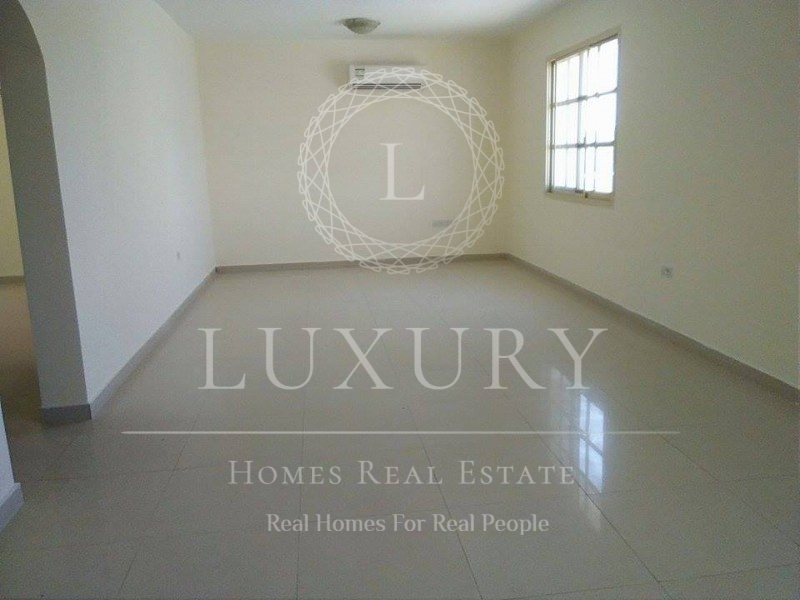 Spacious Triplex Villa In A Compound In Kuwaitat Near Al-Ain Mall Suited For Company Accommodation