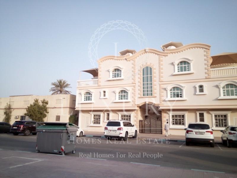 triplex-compound-villa-best-location