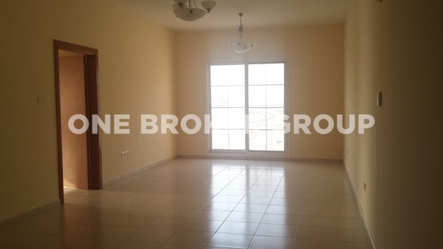 Vacant, Large 1 Bedroom with 2 Balconies