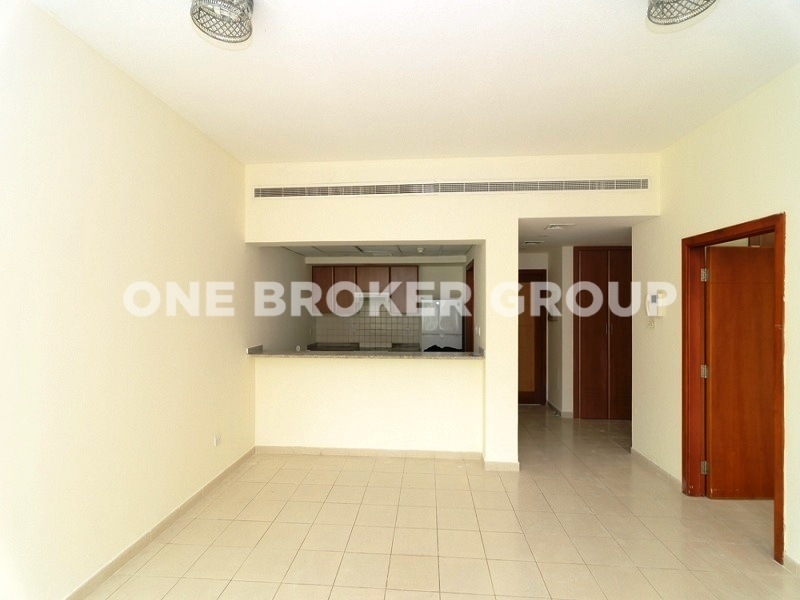 High Quality Finished 1BR w Balcony, Vacant