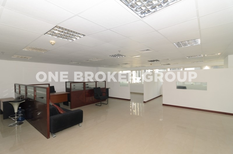 Vacant Fully Fitted Office with Lake View,Hds