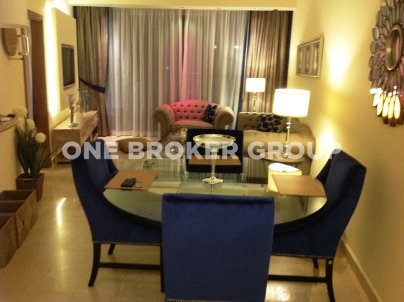 Luxury Furnished 1 Bed plus Study Apt
