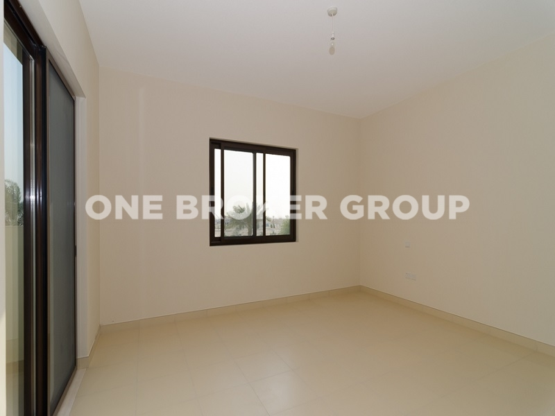 Unfurnished Middle Unit 3 Bed Villa in Reem
