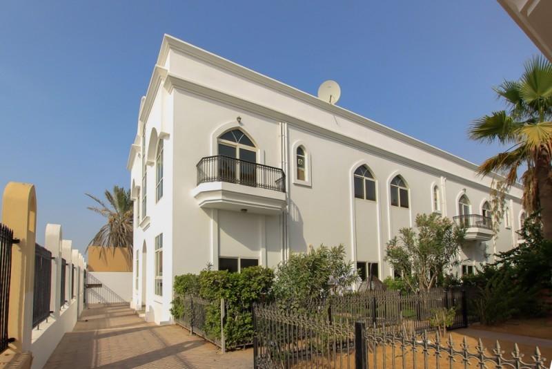 Cozy Bright Villa Mere Distance From Sea