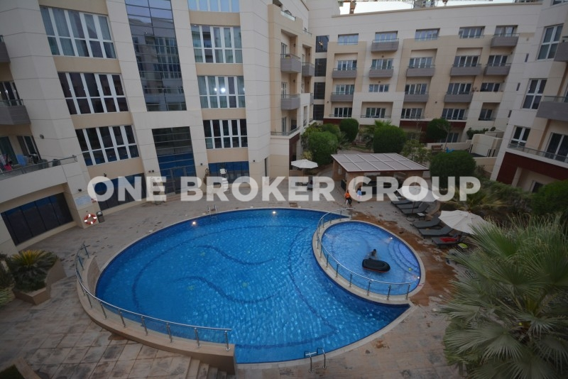 Vacant and Spacious 1 Bed with Pool View