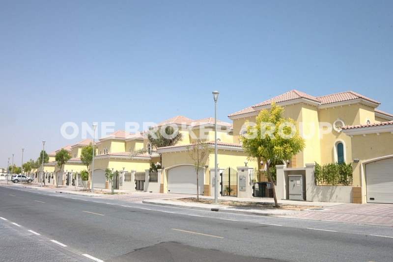 Fully upgraded 3 Bed large corner villa
