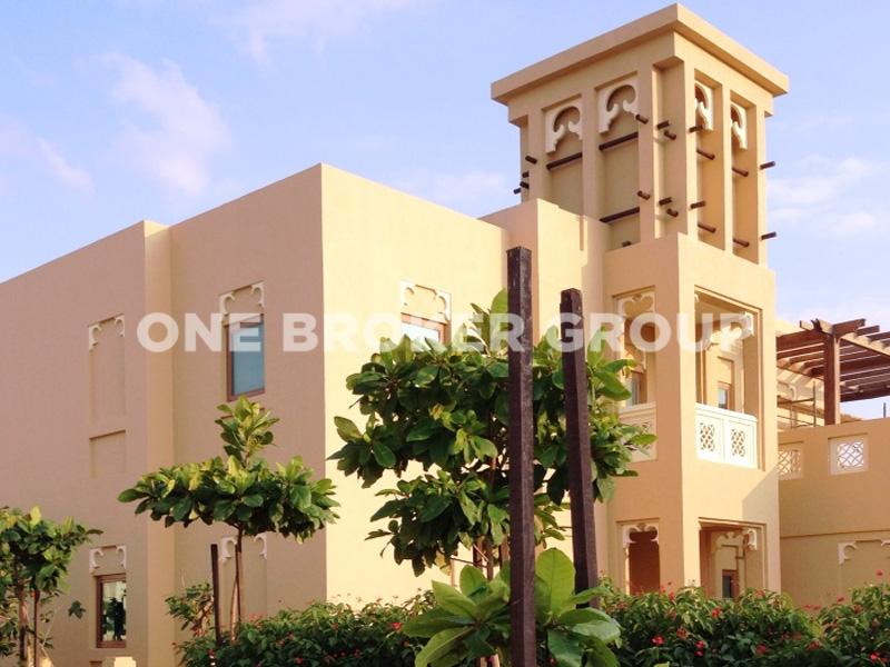 Landscaped 5BR Villa,Dubai Style, 2 chqs