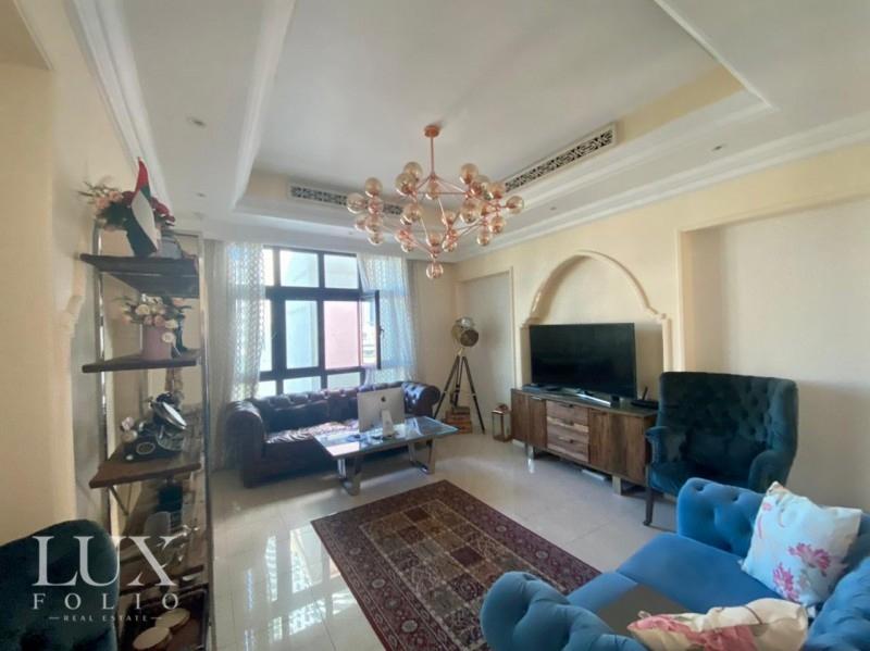 Al Tajer Residence, Old Town, Dubai image 0