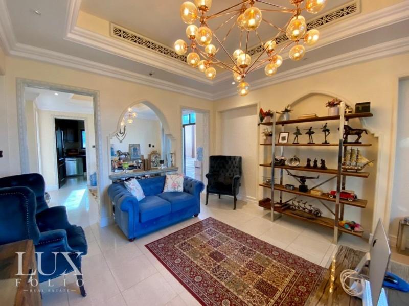 Al Tajer Residence, Old Town, Dubai image 2