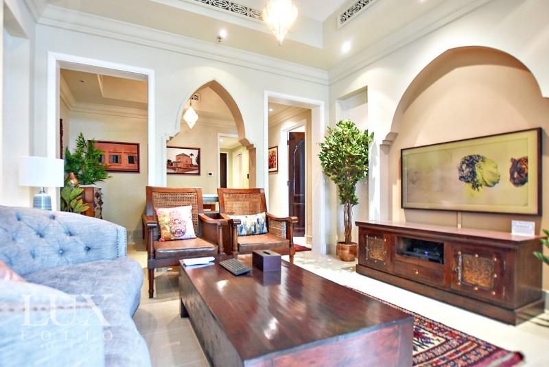 Al Tajer Residence, Old Town, Dubai image 3